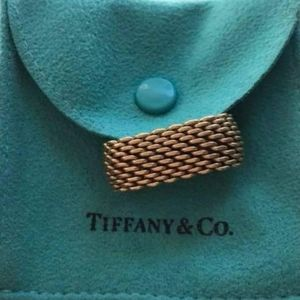 *Authentic* Tiffany & Co. 18k gold Somerset ring